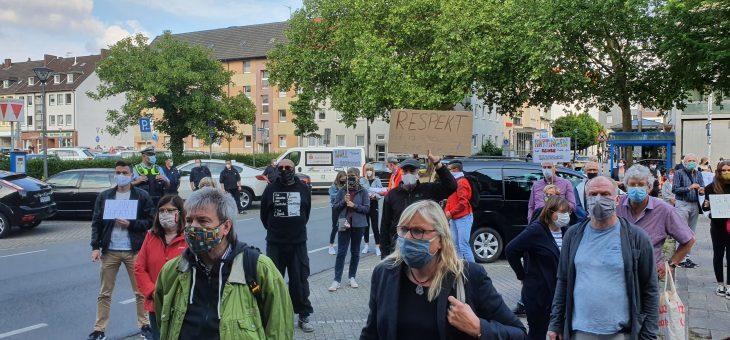 Impressionen von der Silent Demo gegen Rassismus vor dem Hattinger Rathaus, am 08.06.20
